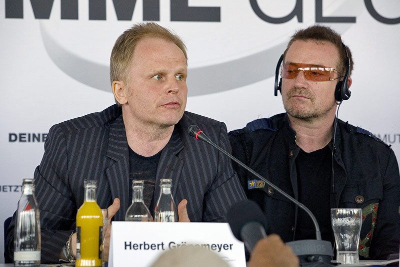 Bono Vox and Groenemeyer at the P8 press conference