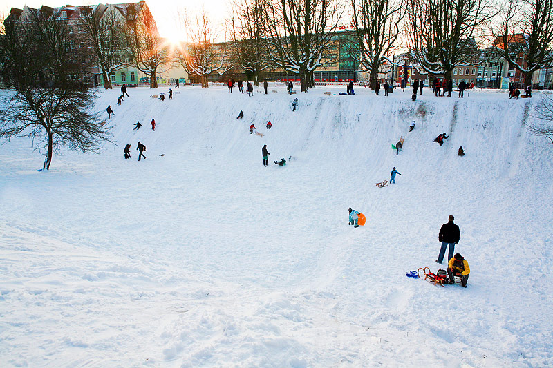 Sledding fun at the city park | Rodeln in der KTV